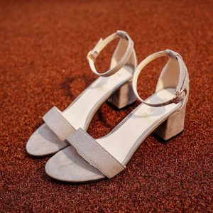 cách chọn giày sandal cho người chân to