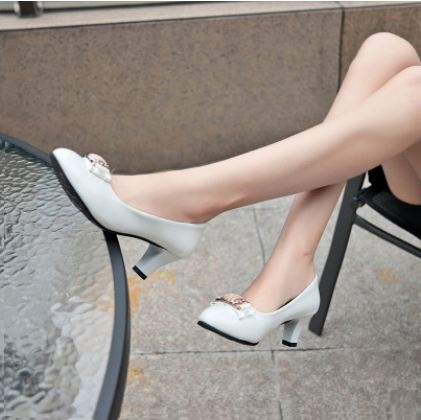 mẫu giày cho người chân to