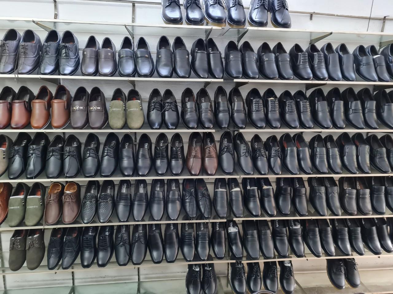 đóng giày tây cho người chân thấp chân cao