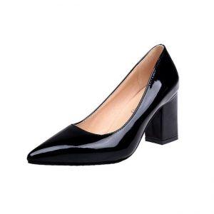 cách chọn giày dép cho người chân to