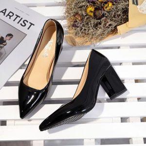 chọn giày cho người chân to